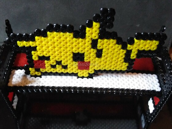 Pikachu mit Pokeballbett