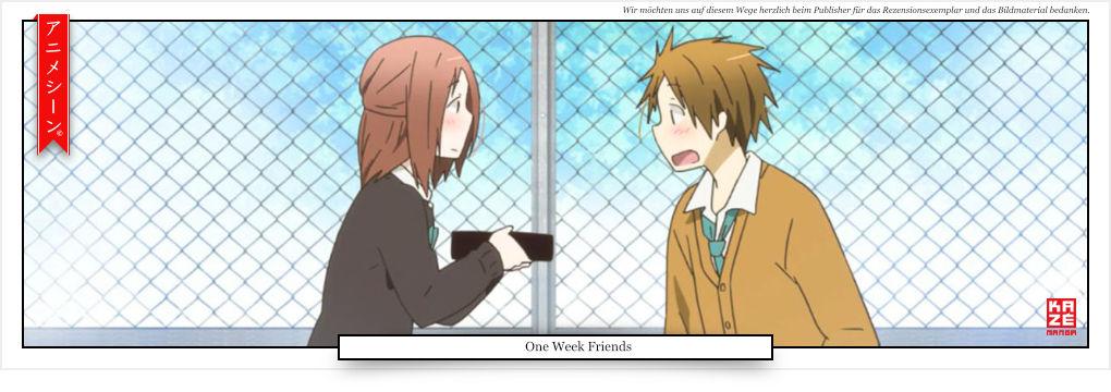 ein Mädchen übergibt einem Jungen eine Bentobox